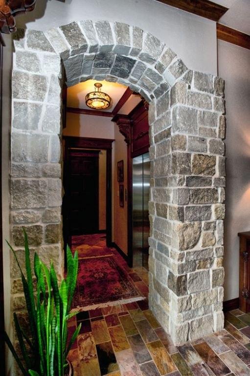 entry / elevator
